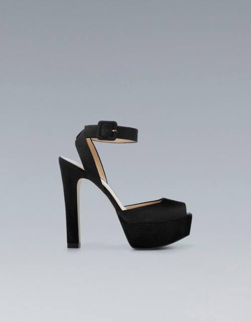 Zara устроила большую распродажу туфлей