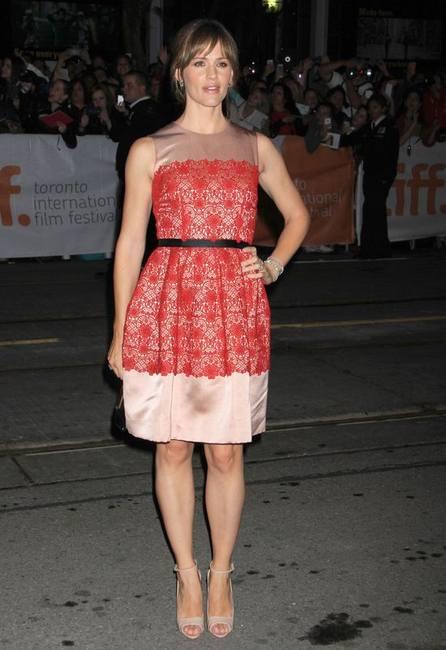 Дженнифер Гарнер в платье от Dolce & Gabbana