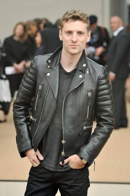 Звезды выбирают кожаные куртки Burberry