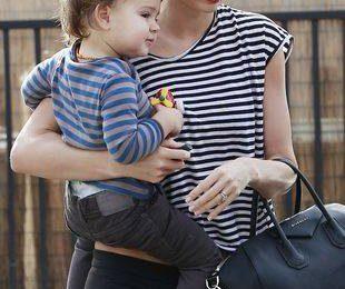 Миранда Керр — сексуальная мама в кроссовках
