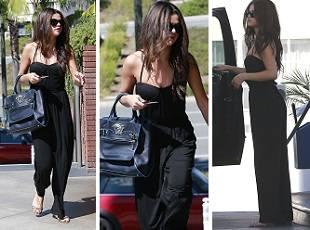 Селена Гомес в черном костюме