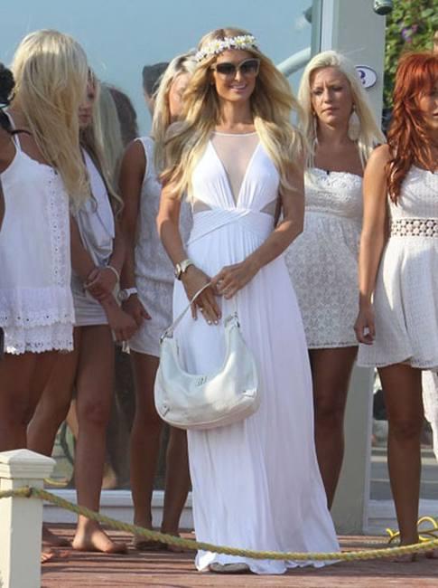 Пэрис Хилтон в свадебном платье