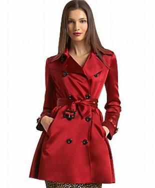 Магазины, как и подиумы, предлагают любоваться женскими пальто