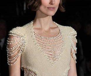 Кира Найтли в платье усыпанном жемчугом