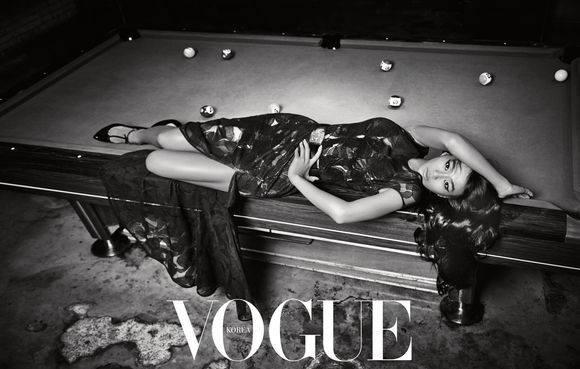 Фотосессия на бильярдном столе в Vogue Корея