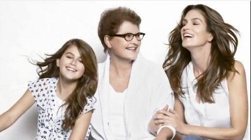 Синди Кроуфорд рекламирует одежду вместе с дочерью