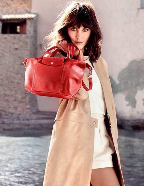 Алекса Чанг рекламирует сумки и одежду Lonchamp