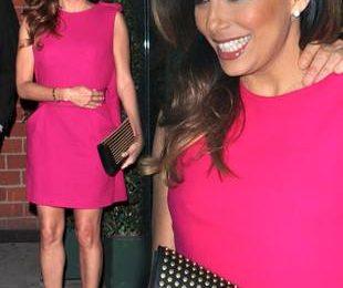 Ева Лонгория в платье самого модного оттенка года