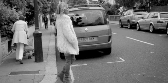 Лондонская прогулка Кейт Мосс для Stuart Weitzman (Видео)