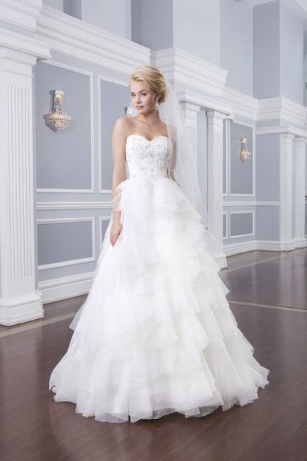 Свадебные платья Lillian West на весну 2014