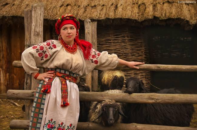 Вышиванки - основной элемент традиционного костюма украинок