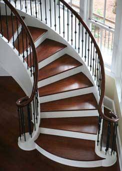 Винтовые деревянные лестницы в интерьере