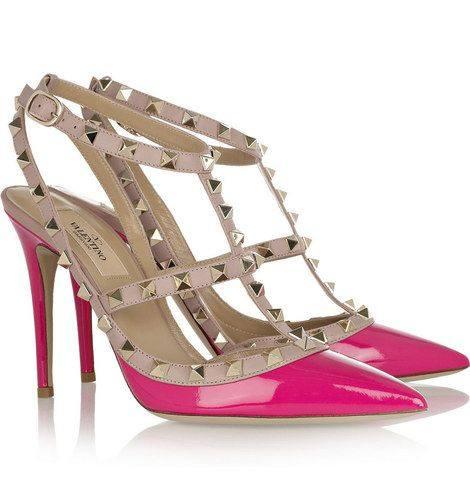 Кортни Кардашян в розовых туфлях от Valentino