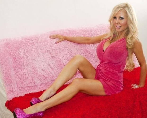 Встречай очередную живую Барби - Блонди Беннетт