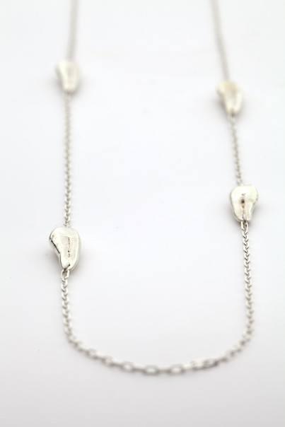 Оригинальная коллекция бижутерии с человеческими зубами