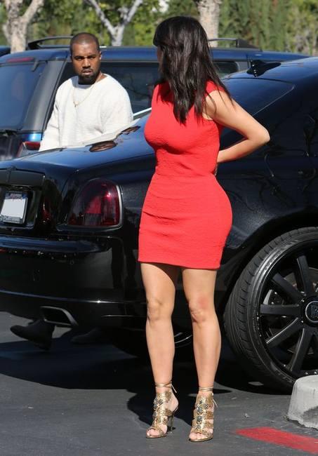 Ким Кардашян - дама в красном