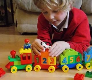 Родители выбирают развивающие детские игрушки