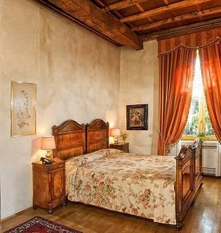 Оригинальные способы украсить стены в спальне
