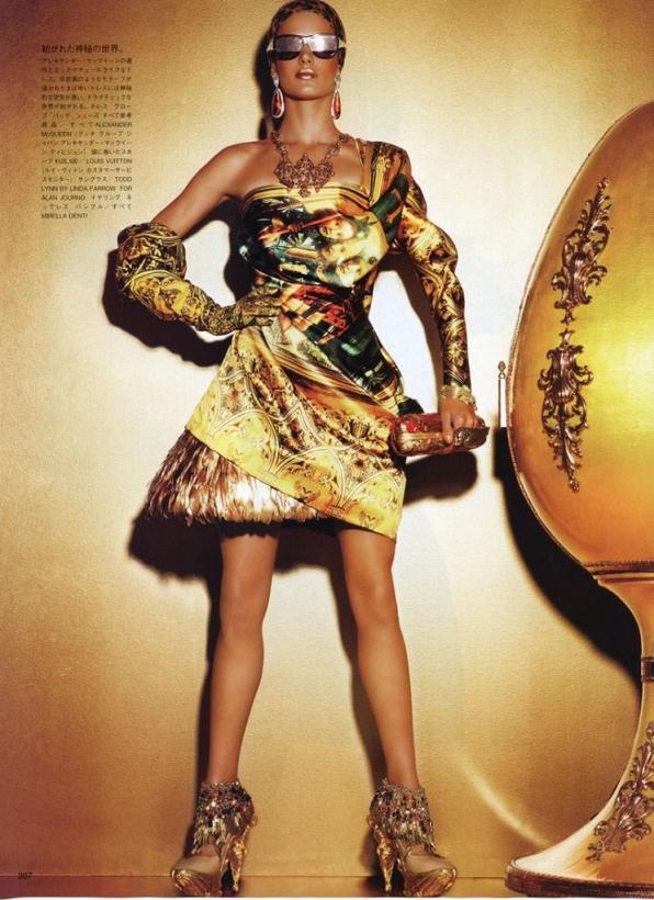 Алессандра Амбросио на обложке декабрьского Vogue Япония