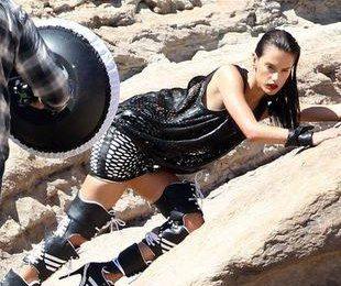 Алессандра Амбросио во время рекламной фотосессии