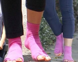Какая звезда носит носки вместо обуви?