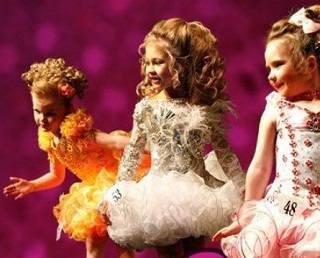 Зачем детям грамоты и короны конкурсов красоты?