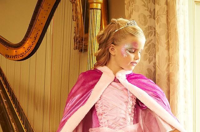 Мать потратила 1000 $, чтобы сделать из дочери принцессу