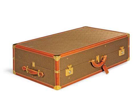 Культовые сумки на аукционе Кристис