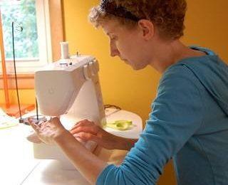 Покупка швейной машинки и оверлока в Симферополе