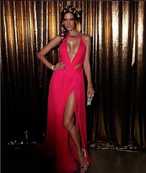 Алессандра Амбросио увеличила грудь