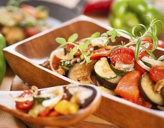 В чем заключается успех блюд  средиземноморской кухни ?
