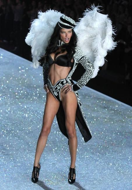 Костюмы на шоу Victoria's Secret