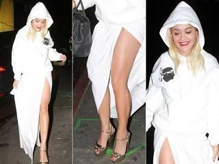 Рита Ора в халате?