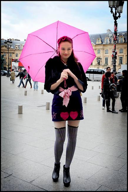 Как выглядеть модно в дождливую погоду летом?