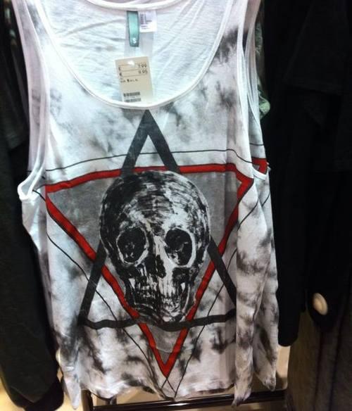 У Н&М проблемы из-за футболки с черепом