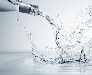 Что лучше: минеральная вода или родниковая?