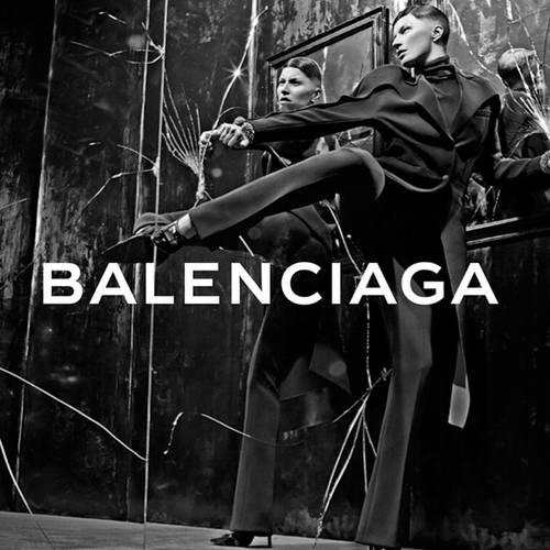 Жизель Бундхен побрила часть головы для Balenciaga