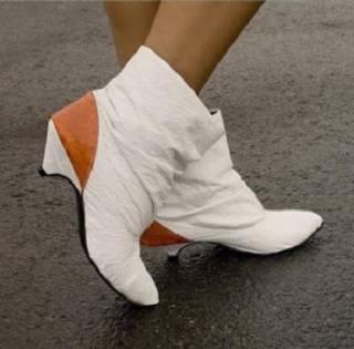 Понравится ли тебе обувь из полиэтиленовых пакетов?
