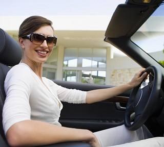 Должна ли женщина знать, как менять диски на авто?